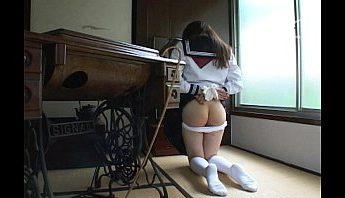 義母鞭打女學生 女兒逾打逾濕,SM、女學生、鞭打成人影片、免費A片
