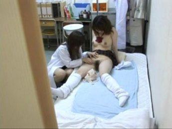 女醫色誘女學生走上女同志次路,女學生、女醫師、愛撫成人影片、免費A片