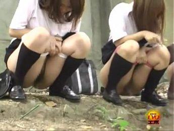 女學生戶外尿尿特輯3,偷拍、女學生、放尿成人影片、免費A片