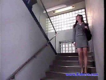 公司保安和女白領在辦公桌上瘋狂高潮,OL、口交、愛撫成人影片、免費A片
