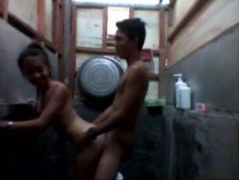 為了節約用水,哥哥和妹妹一起洗澡!,亂倫、兄妹亂倫、口交成人影片、免費A片