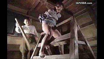 女奴白天工作表現差夜上主人帶回後園小木屋重新教育,主人、奴隸、捆綁成人影片、免費A片