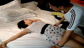 中國江西姑娘酒醉後被好色攝影師迷姦還拍下各種姿態,中國、自拍、迷姦成人影片、免費A片