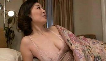 熟女美尻彈性不減,口交、愛撫、熟女成人影片、免費A片