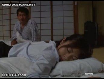 看著熟睡的女兒父親硬了半天,終於忍不住騎了上去.,不倫、亂倫、口交、愛撫、父女亂倫、睡眠成人影片、免費A片