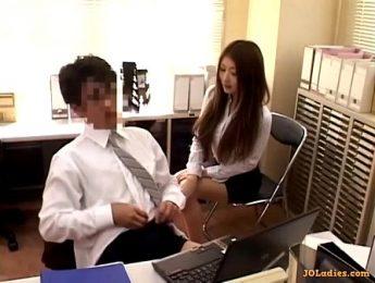 男同事打手槍女同事忍不住來參一腳,OL、口交、打手槍成人影片、免費A片