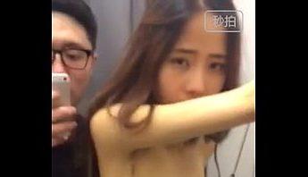 台灣情侶進更衣室不乖影片,台灣、更衣室、自拍成人影片、免費A片