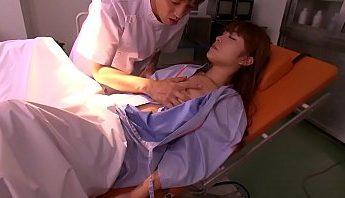 妙手淫心 外科醫生手術床上吃掉美眉病人 水妹子迷暈愛愛以為發春發 無碼乳頭看很清楚,無碼、病人、醫生成人影片、免費A片