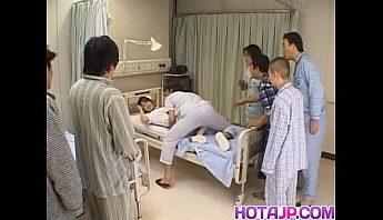 小護士被病人圍觀愛愛很興奮,口交、愛撫、護士成人影片、免費A片