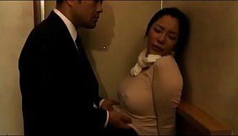 巨乳人妻慾焚火摸一下就濕了,人妻、外遇、巨乳成人影片、免費A片
