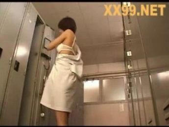 偷窺女護士難免衝動,中出、口交、打手槍、護士成人影片、免費A片
