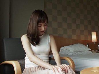 女網友透過視訊秀出粉紅色乳暈,人妻、口交、愛撫成人影片、免費A片
