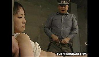 女囚犯被強姦無數次高潮,口交、強姦、捆綁成人影片、免費A片