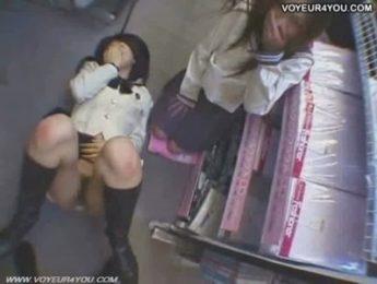 文青女在書局偷搞,3P、圖書館、女學生、愛撫成人影片、免費A片