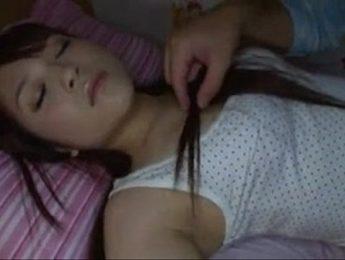 熟睡被義父強上不敢吭聲,亂倫、愛撫、熟睡成人影片、免費A片