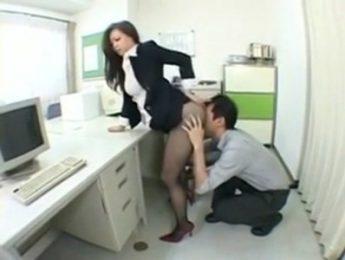 女同事屁股翹得好高,OL、口交、愛撫、無碼、絲襪成人影片、免費A片