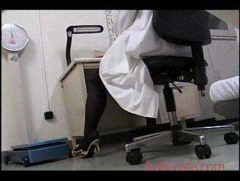 病人偷窺到自慰中的女醫生,口交、女醫師、愛撫成人影片、免費A片